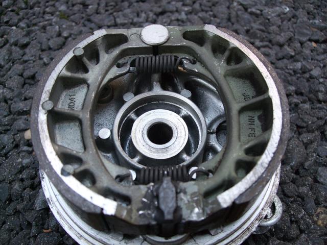 モンキーのドラムブレーキの分解