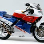 ホンダ VFR400R(1987年)|片持ち式(プロアーム)等でさらに進化【NC24】