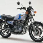 XJ400はヤマハ初のDOHC4気筒400cc。45馬力でリッター112.5psを達成